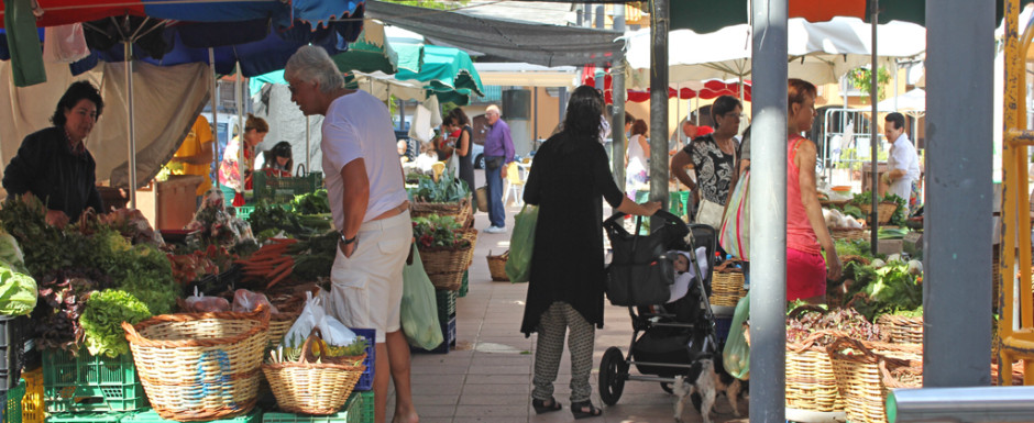 The outdoor market in action near our vacation rental in Sant Feliu de Guixols